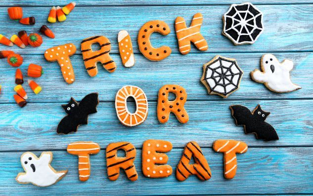 Fresh-Halloween-Gingerbread-Cookies-on-Blue-Wooden-Table