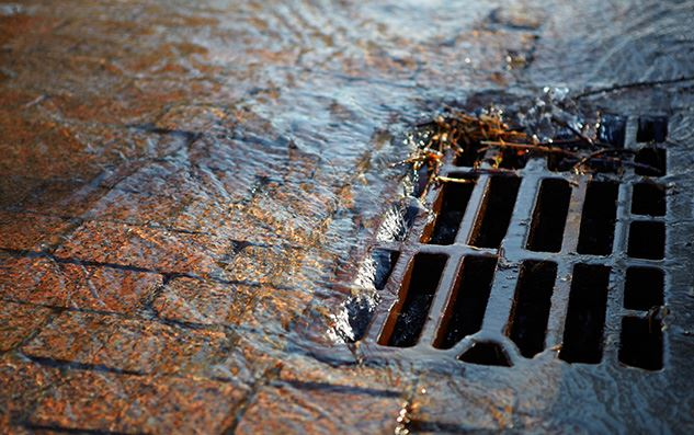 Water-flowing-down-a-storm-sewer
